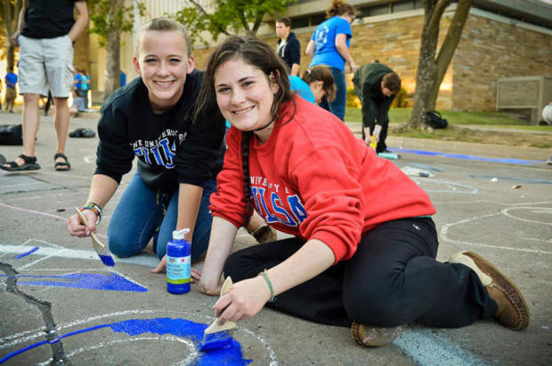 body-students-street-painting-homecoming-600x399.jpg
