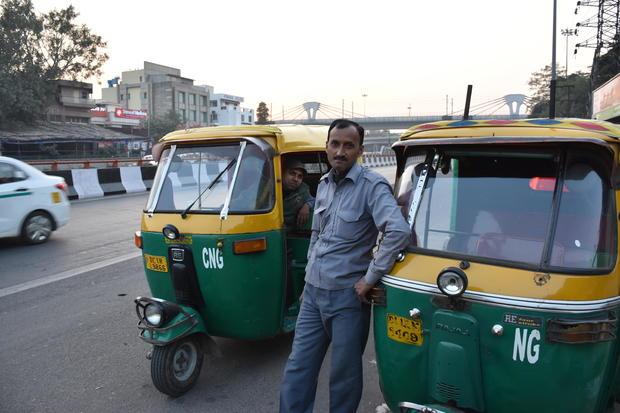india-rickshaw-cash.jpg