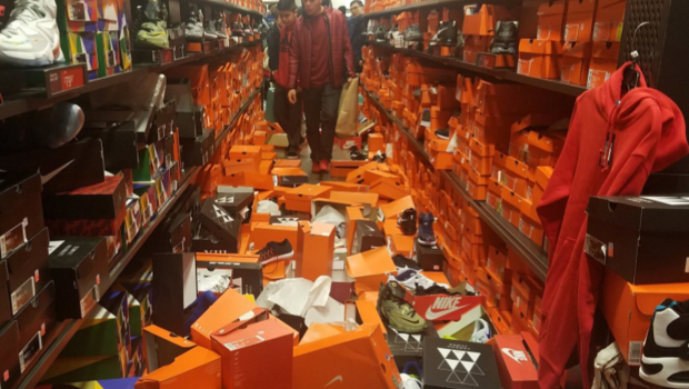 Seattle Nike store gets completely trashed by Black Friday shoppers - CBS  News