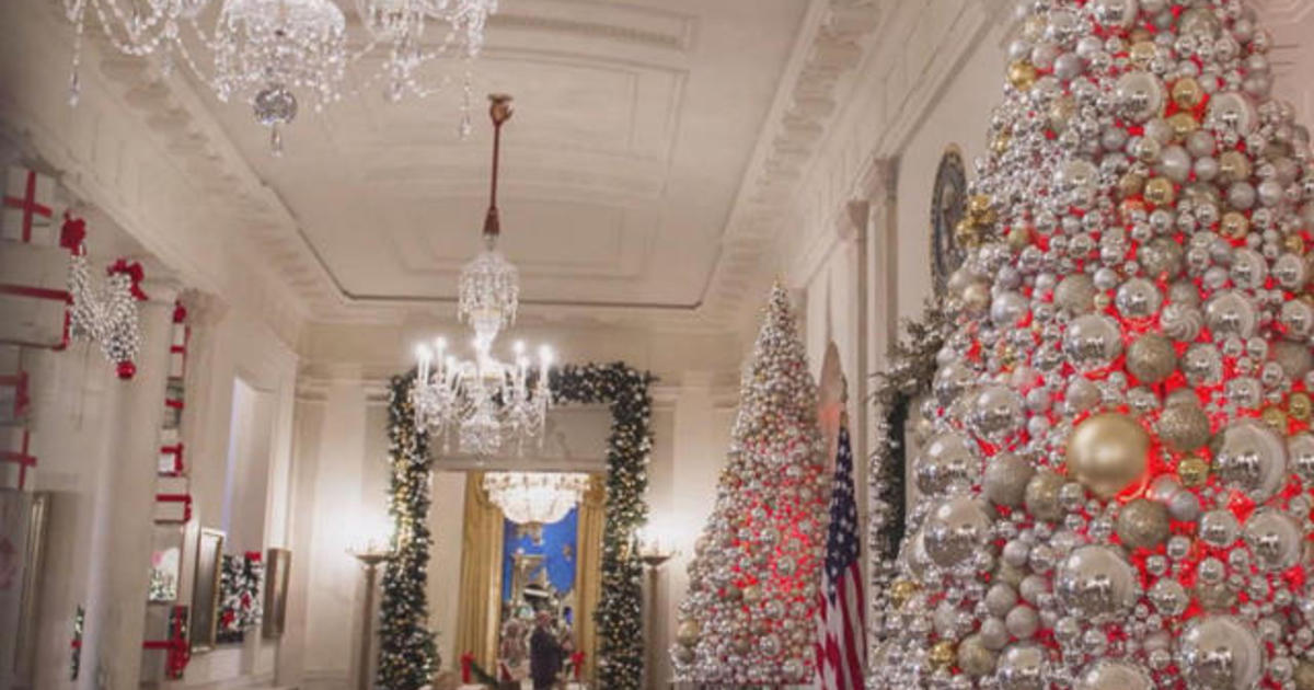 The white house unveils its christmas decorations cbs news for Christmas home decor 2016