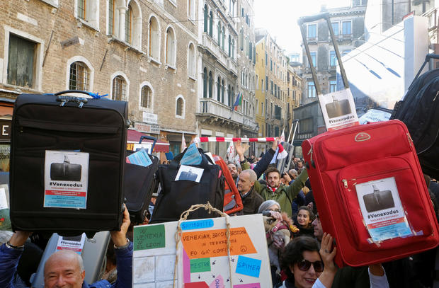 2016-11-12t161234z-812700726-s1beumkzgcaa-rtrmadp-3-italy-venice-protest.jpg