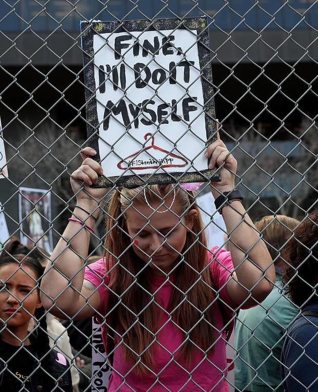 womens-march-los-angeles-getty-632315126.jpg