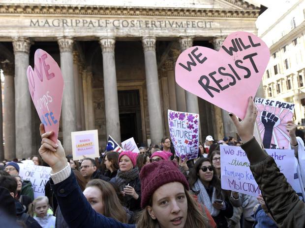 womens-march-rome-getty-632275838.jpg