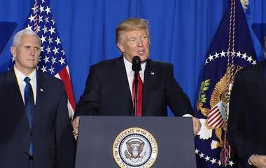 Trump unveils executive orders on immigration, border wall