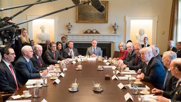 President Trump S First Cabinet Meeting Lights Up Social Media Cbs