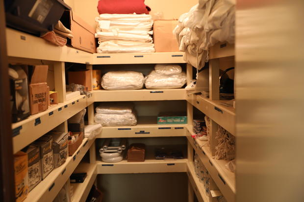 17-photo-credit-jake-barlow-oscar-zero-linen-closet.jpg