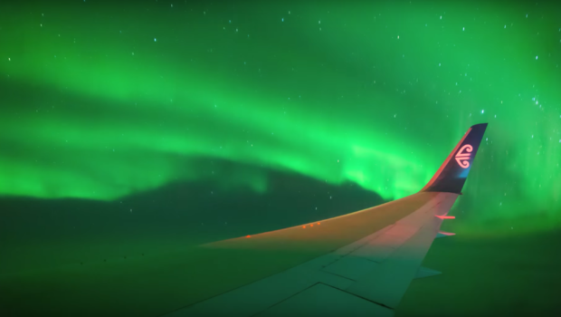 Flying Through The Aurora Airline Carries Pengers Into Southern Lights Cbs News