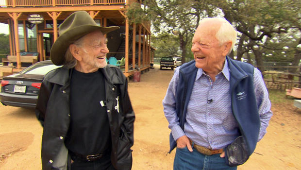 willie-nelson-and-bob-schieffer-walk-620.jpg