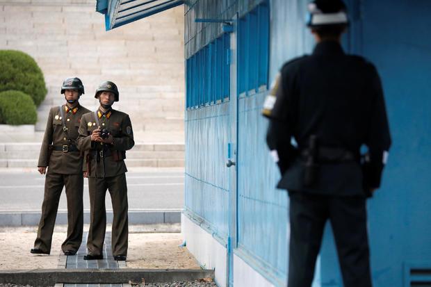 2017-04-17t024309z-375440542-rc158e00c730-rtrmadp-3-northkorea-usa-pence-dmz.jpg