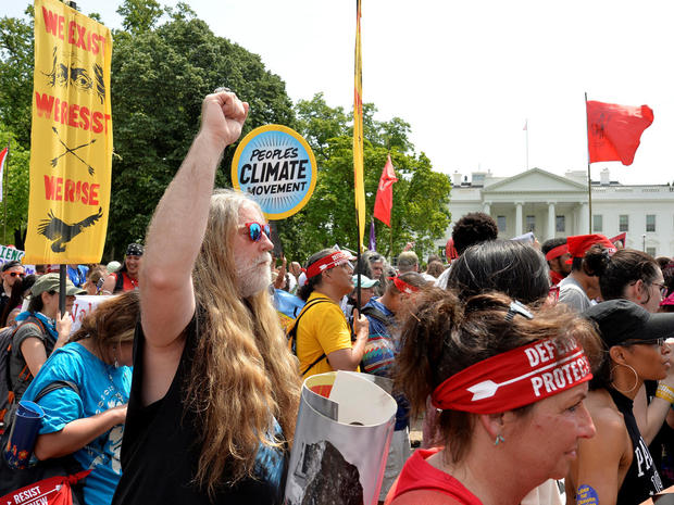 peoples-climate-march-2017-04-29t184228z-1912584321-rc17b01a1830-rtrmadp-3-usa-trump-protest.jpg