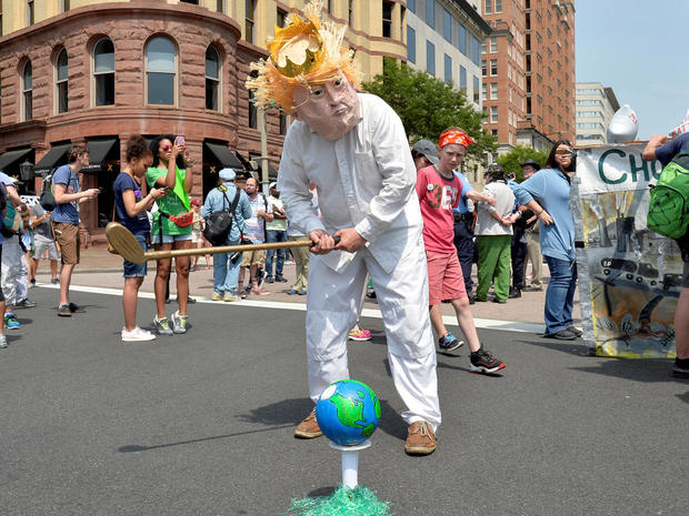 peoples-climate-march-2017-04-29t191655z-79415319-rc11ffdcdaa0-rtrmadp-3-usa-trump-protest.jpg