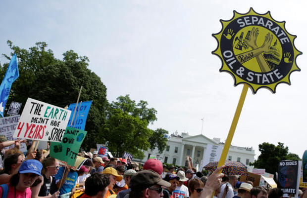 peoples-climate-march-2017-04-29t200641z-1906434429-rc1afe9e1790-rtrmadp-3-usa-trump-protest.jpg