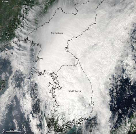 Dark and light - North Korea: Hermit country seen from space ... Satellite Map Of North Korea on map of saudi arabia satellite, map of sri lanka satellite, map of greenland satellite, map of israel satellite, map of korean peninsula satellite, map of singapore satellite, map of pakistan satellite, map of philippines satellite,