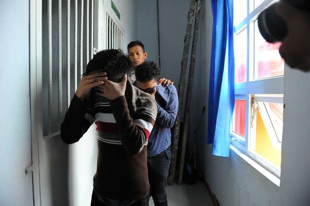 Indonesian Men Sentenced To Caning For -4596