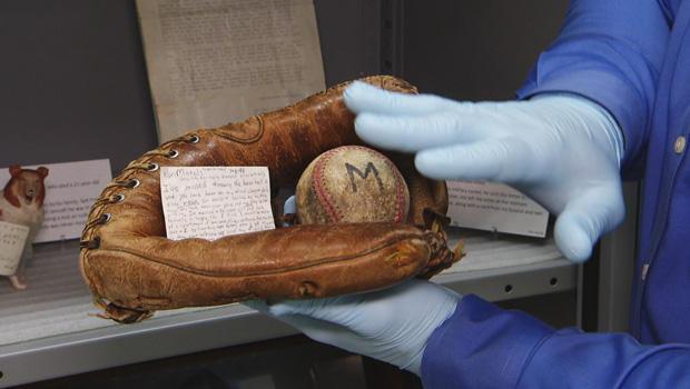 vietnam-memorial-mementos-baseball-glove-620.jpg