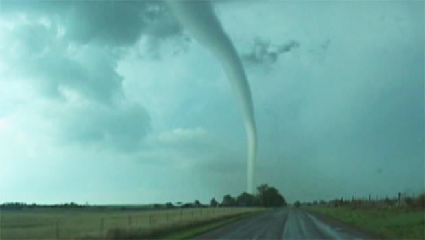 storm-chaser-tornado-val-and-amy-castor-b-620.jpg
