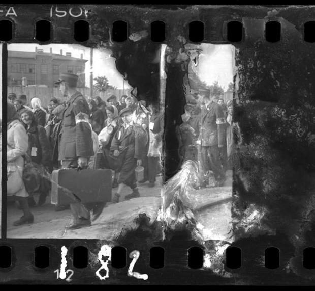 lodz-ghetto-01-ghetto-police-escorting-residents-for-deportation-henryk-ross.jpg