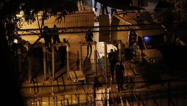 Jew Detector: Israel Removes Metal Detectors From Jerusalem Holy Site