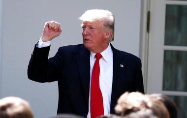Trump tweets directive banning transgender troops