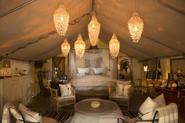 Luxury camping, complete with lobster dinner delivery - CBS News