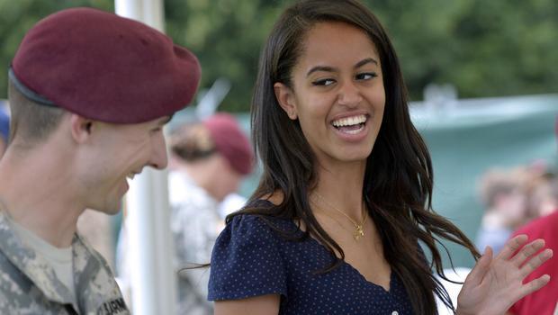 Malia Ann Obama >> Malia Obama moves into Harvard University - CBS News