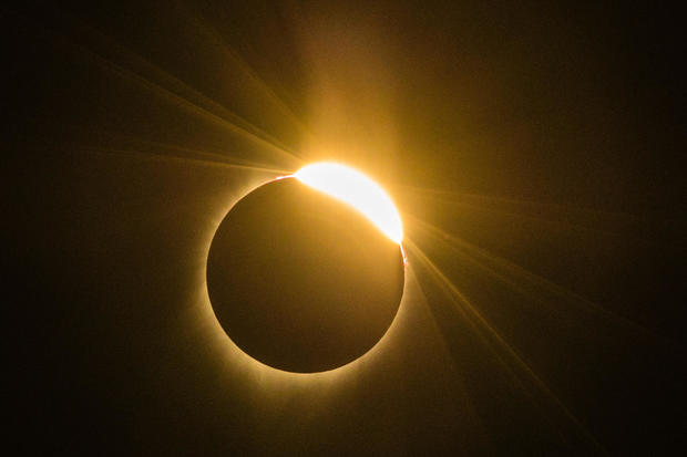 TOPSHOT-US-ECLIPSE-SOLAR