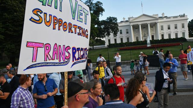US-POLITICS-MILITARY-TRANSGENDER-TRUMP-PROTEST