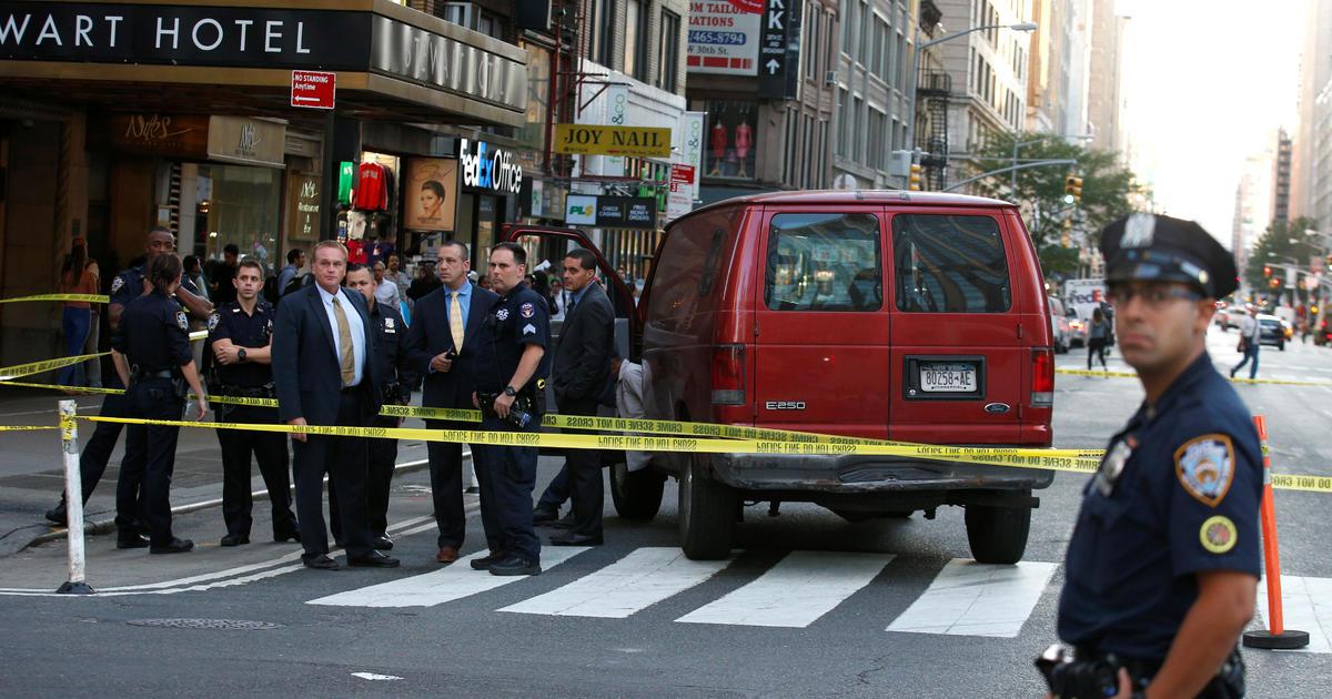 Van Strikes Multiple People Near New York S Penn Station