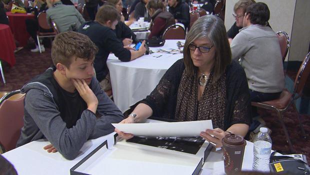 eddie-adams-workshop-reviewing-work-620.jpg