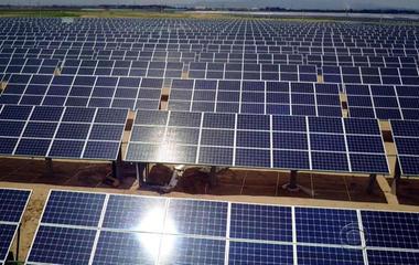 While U.S. moves toward coal, China betting big on solar