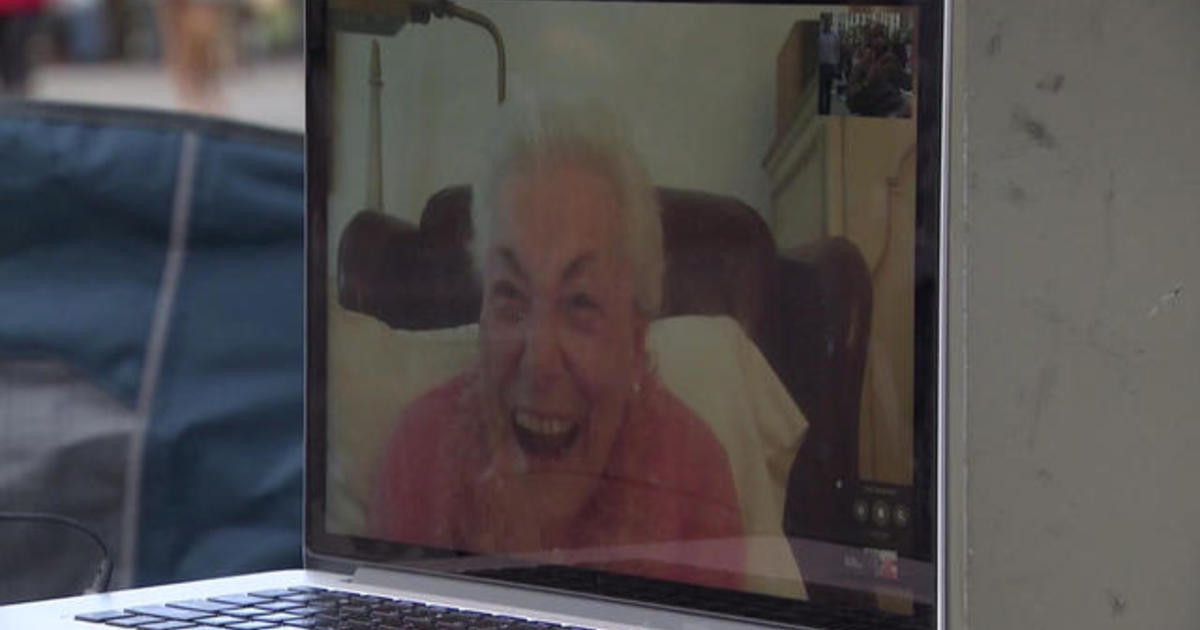 100-year-old grandma shares advice with strangers in NYC