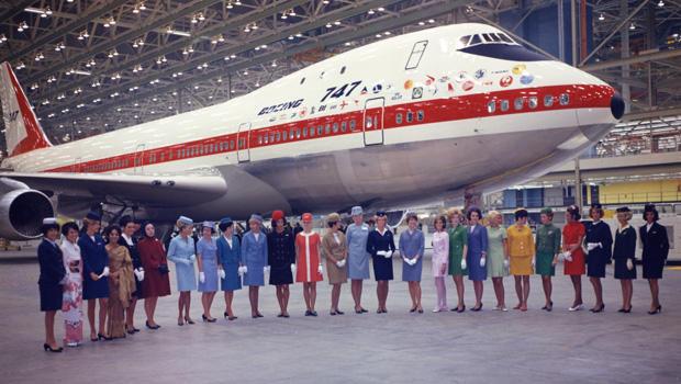 boeing-747-with-flight-attendants-620-k15981.jpg