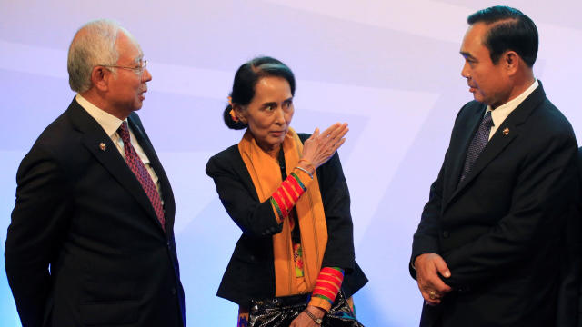 Myanmar's State Counsellor and Foreign Minister Aung San Suu Kyi (C), gestures while talking to Thailand's Prime Minister Prayut Chan-o-Cha and Malaysia's Prime Minister Najib Razak (L) during  the 20th ASEAN-China Summit in metro Manila