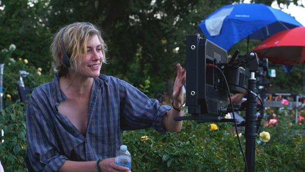 greta-gerwig-filming-lady-bird-620.jpg