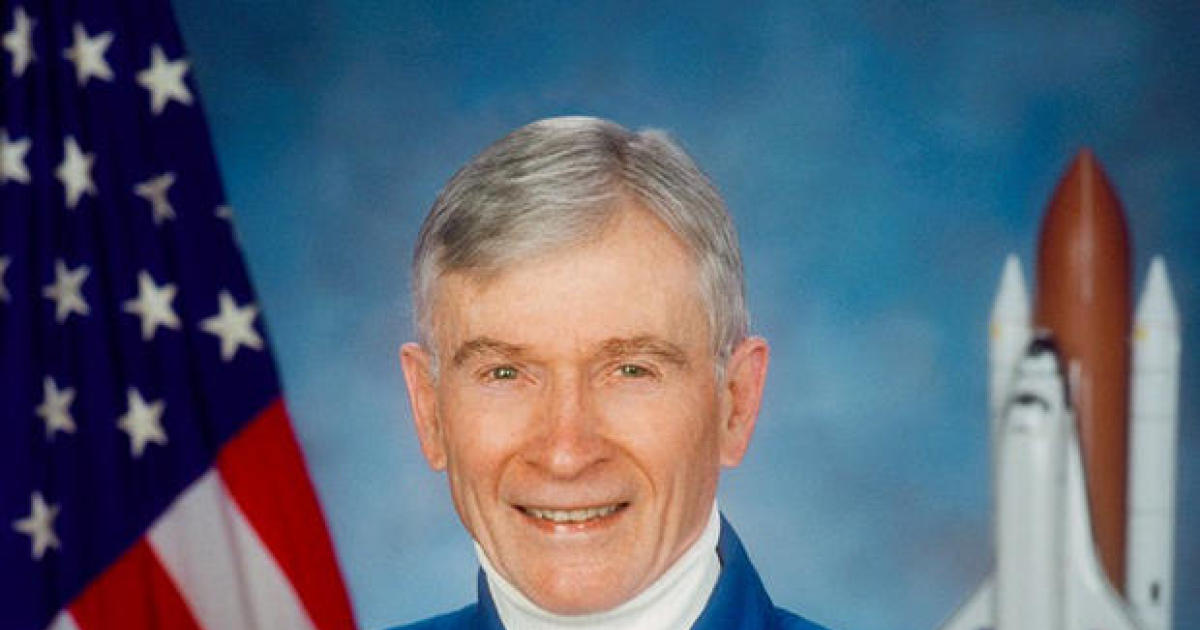 John Young, Gemini, Apollo and Space Shuttle astronaut, dead at 87