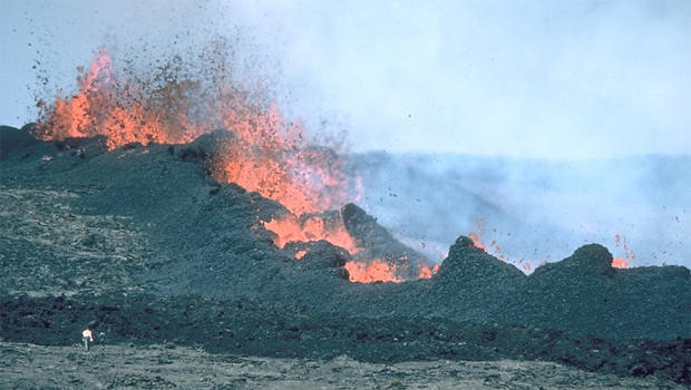 mauna-loa-volcanic-fissure-vent-1984-jd-griggs-usgs-620.jpg