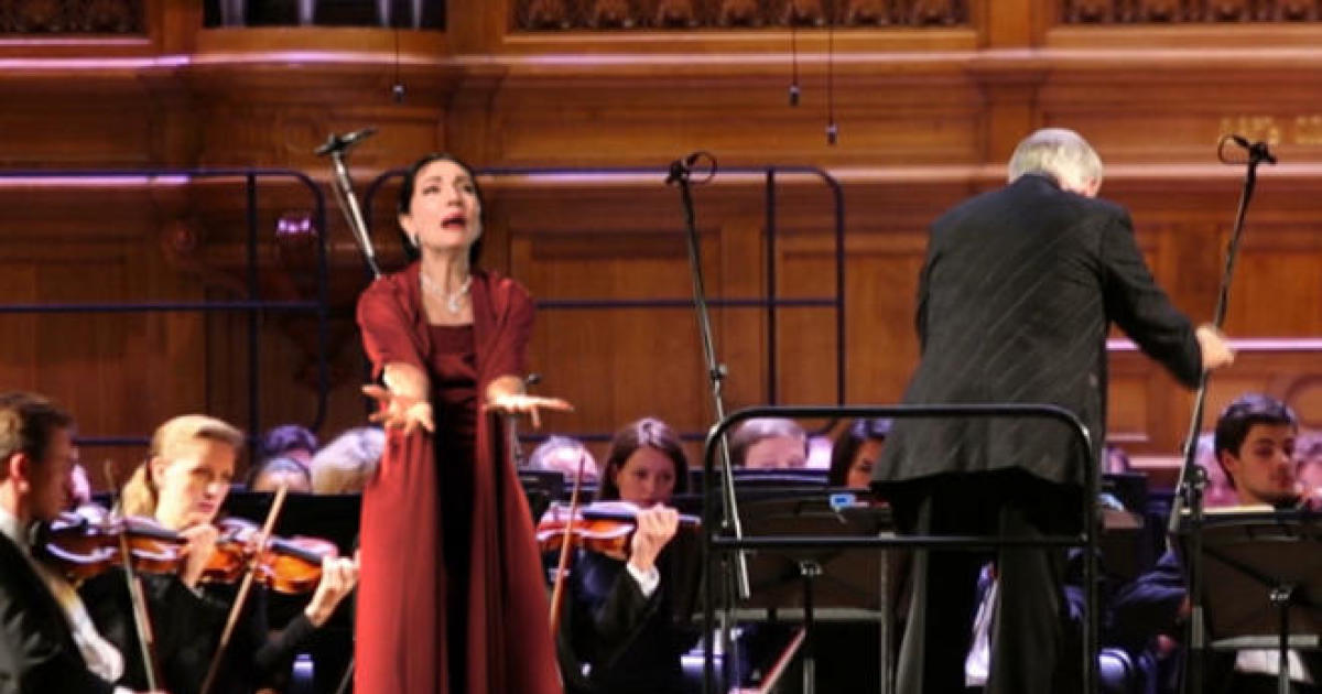 Bringing musical stars back via hologram - CBS News