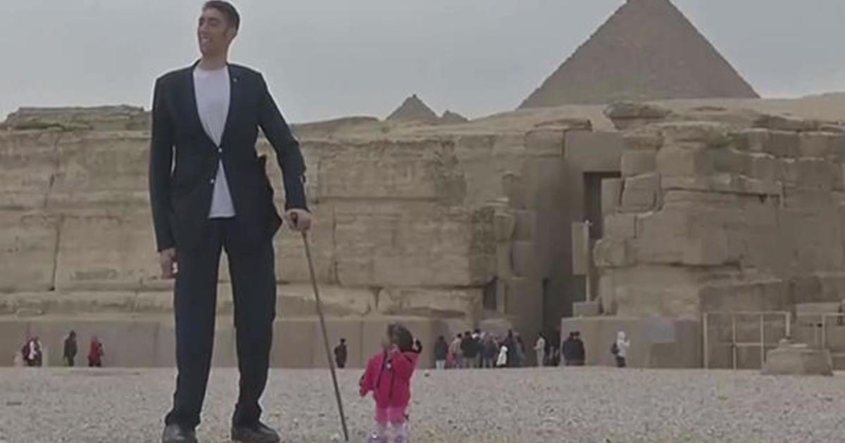 The world's tallest man and shortest woman make joint ...