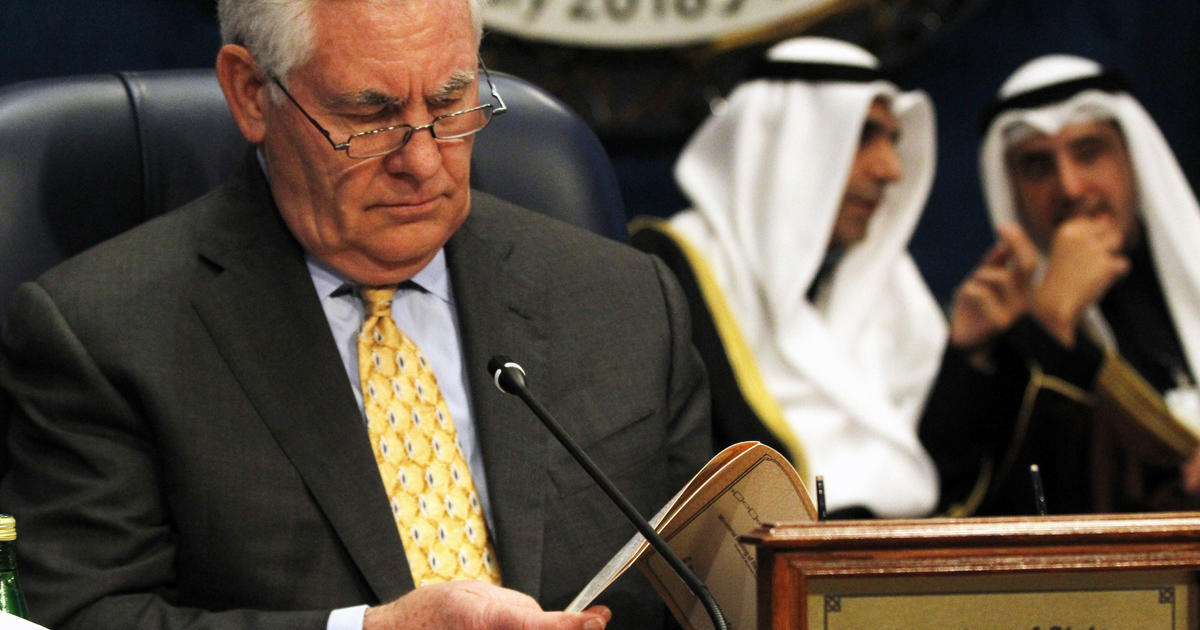Tillerson urges fractious anti-ISIS coalition to stay focused