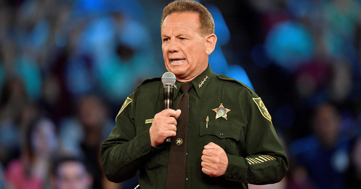 Fired Broward Sheriff Scott Israel campaigns for old job