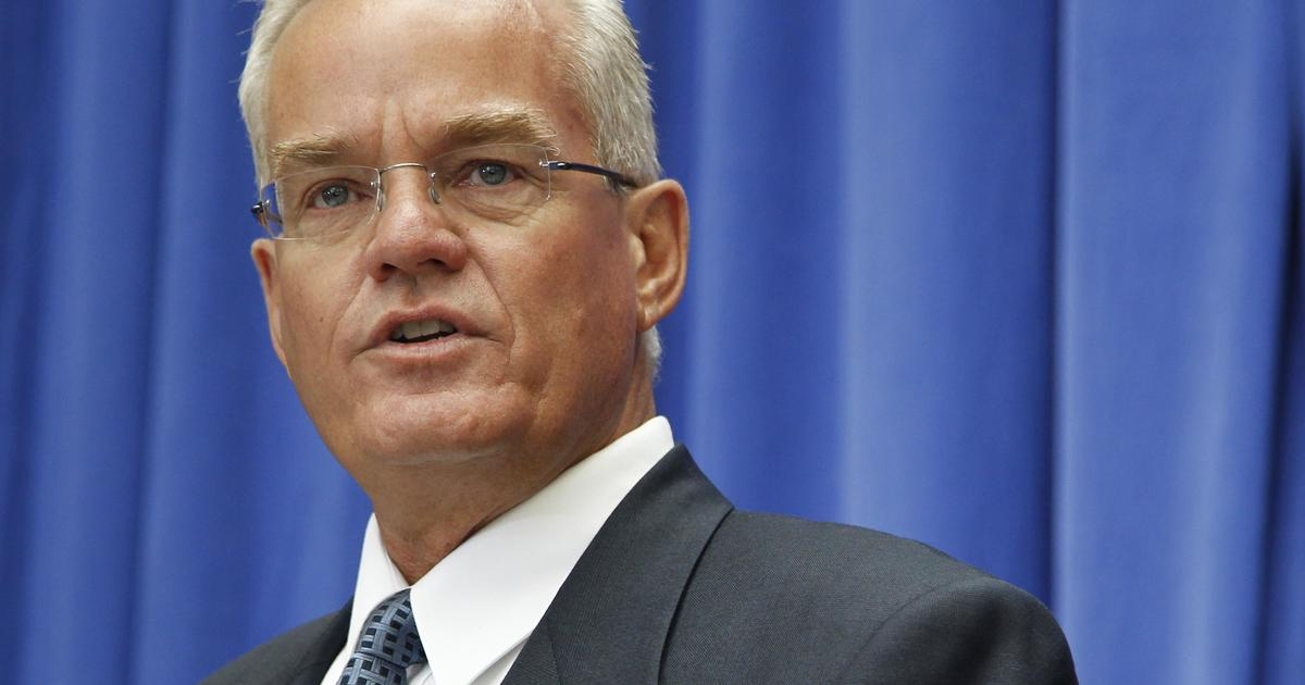 Bill Hybels, Willow Creek Community Church founder, quits early amid misconduct allegations - CBS News