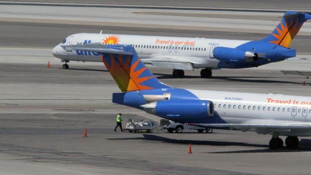 planes-in-vegas.jpg