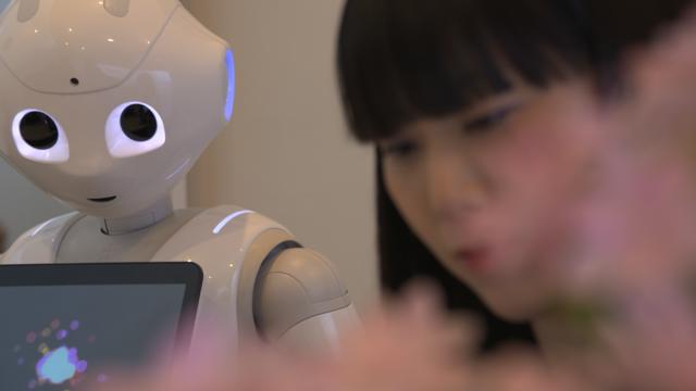 japan-robots-v06-00-24-35-04-pepper2.png