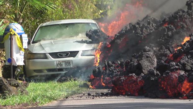 hawaii-volcano-lava-flow-torches-car-620.jpg