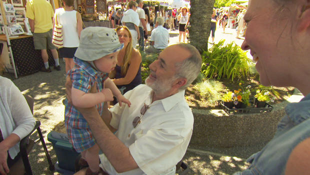 raffi-with-a-young-fan-620.jpg