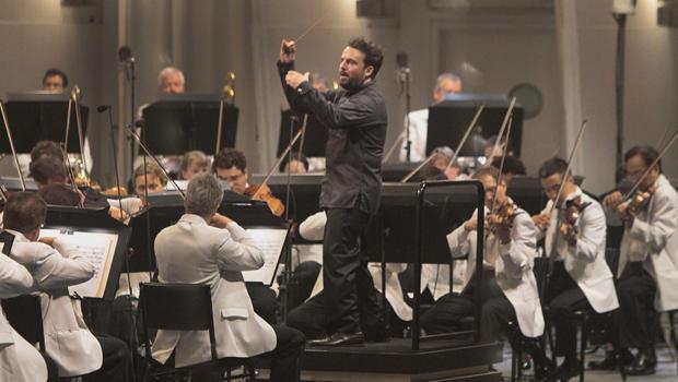 conductor-james-gaffigan-620.jpg