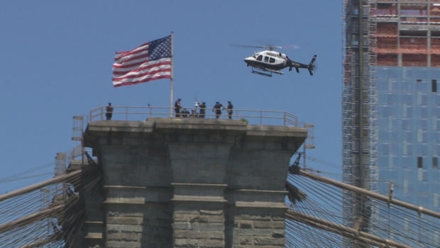 nypd-esu-scaling-brooklyn-bridge-b-620.jpg