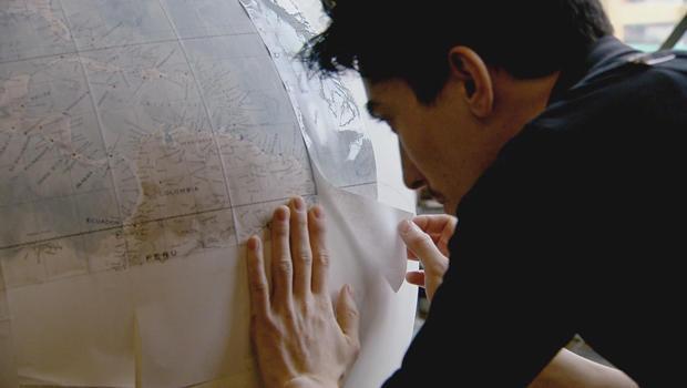 bellerby-globemakers-pasting-on-strips-620.jpg