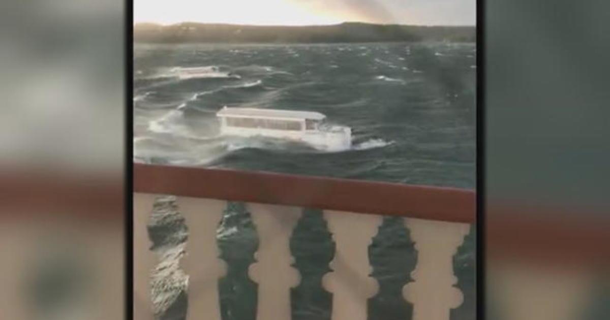 17 dead after duck boat capsizes in Missouri