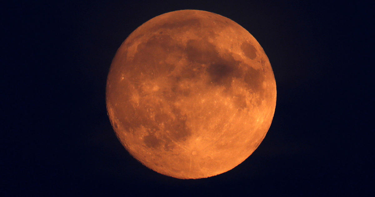 T O N I G H Ts T O T L E C L I P S E >> Blood Moon Live Stream Total Lunar Eclipse Today Coincides With